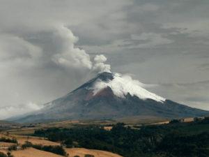 Des volcans et des hommes